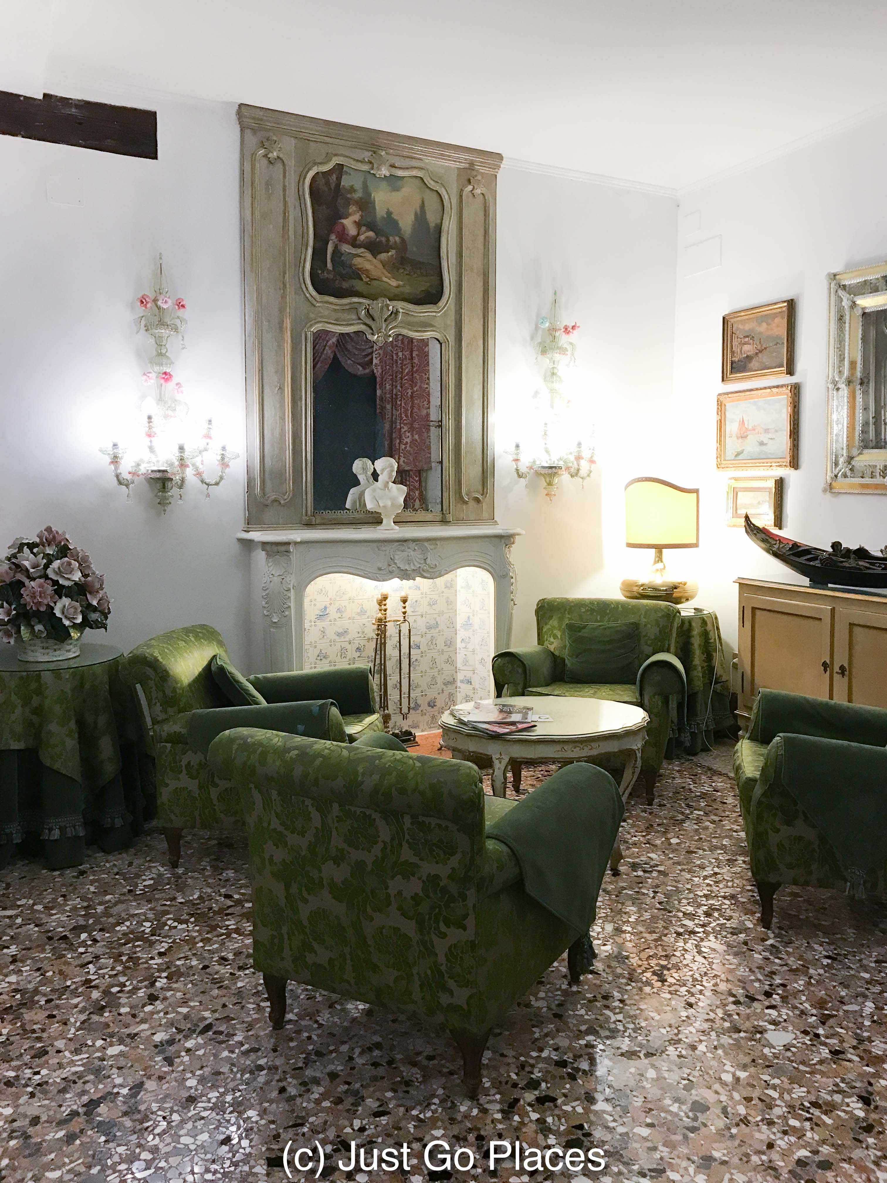 Classic Elegance at the 4 Star Hotel Giorgione Venice Italy
