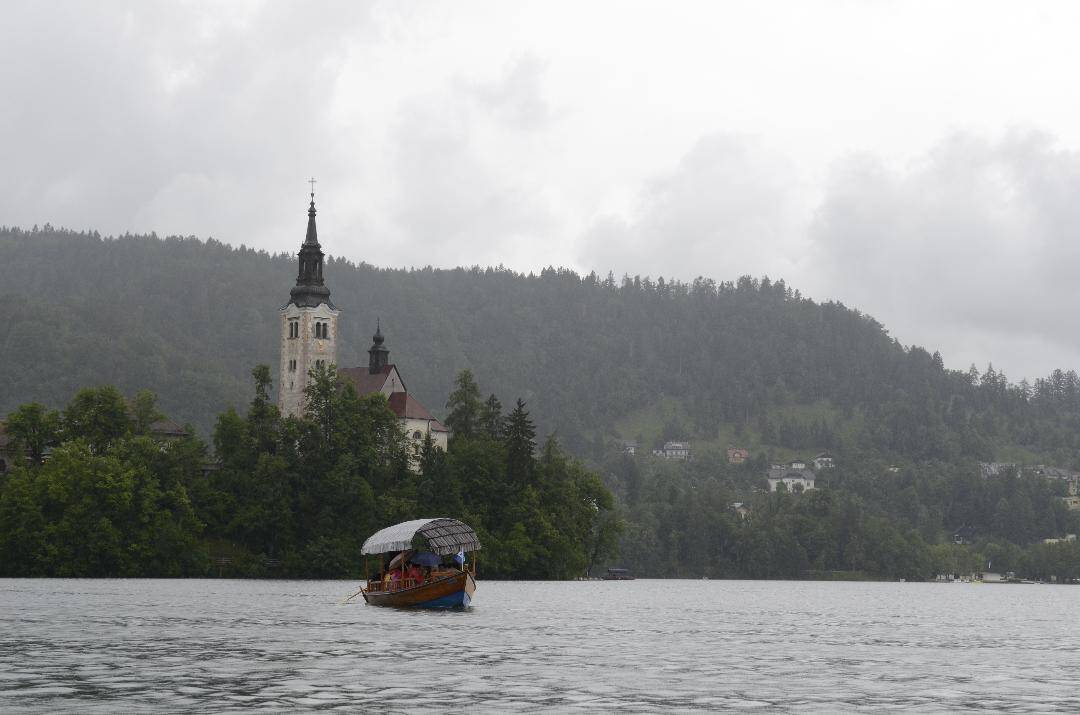 Lake Bled, the castle and a tradtional Pletna boat