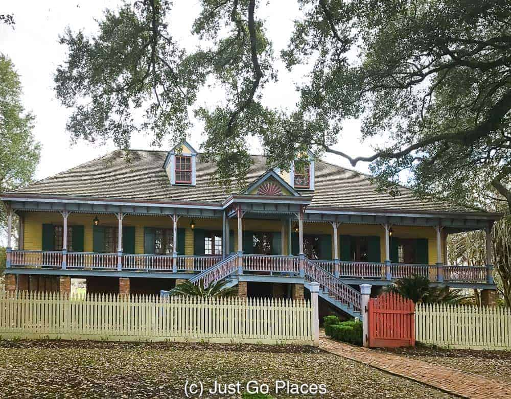 The main house at Laura Plantation | New Orleans Plantation Country | Louisiana plantation homes | Laura Plantation tour | #roadtripUSA #visitLouisiana #DeepSouth #NOLAplantations #LauraPlantation