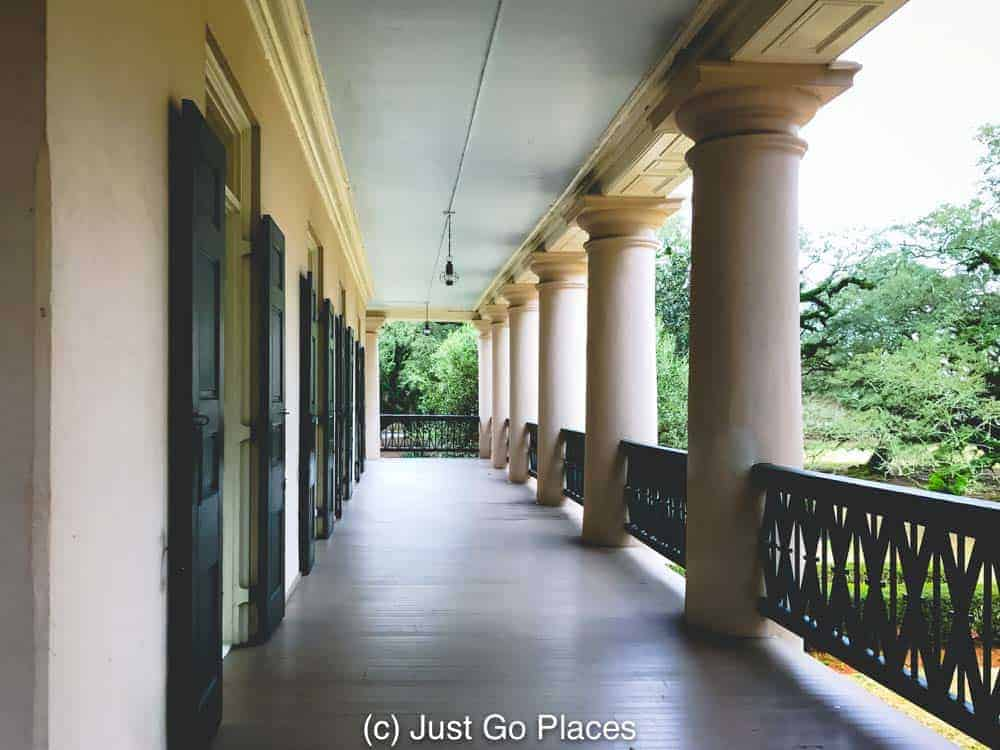 Columned terrace at Oak Alley Plantation | New Orleans Plantation Country | Louisiana plantation homes | Oak Alley Plantation tour | #roadtripUSA #visitLouisiana #DeepSouth #NOLAplantations #OakAlleyPlantation