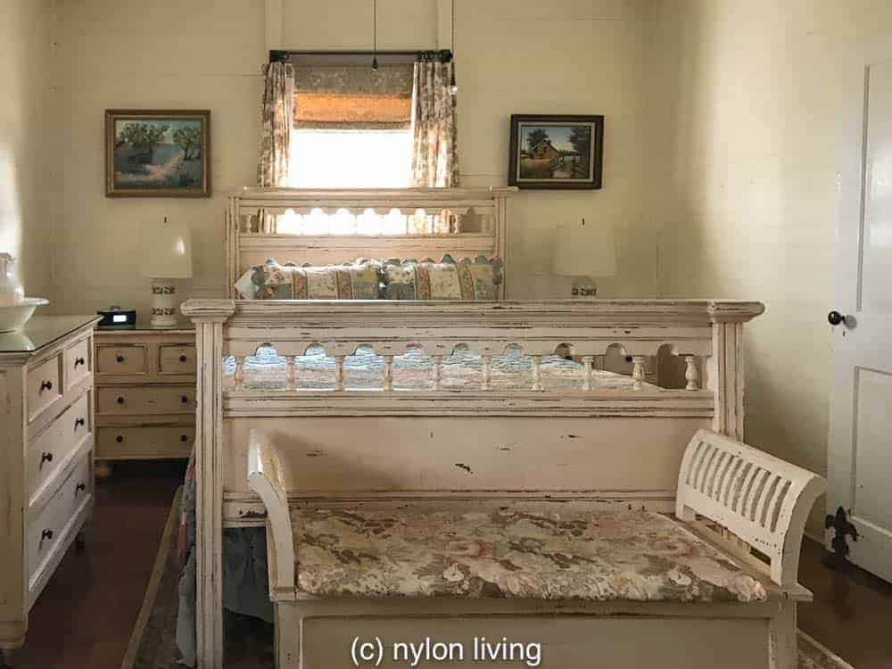 Cottage bedroom at Oak Alley Plantation | New Orleans Plantation Country | Louisiana plantation homes | Oak Alley Plantation tour | #roadtripUSA #visitLouisiana #DeepSouth #NOLAplantations #OakAlleyPlantation