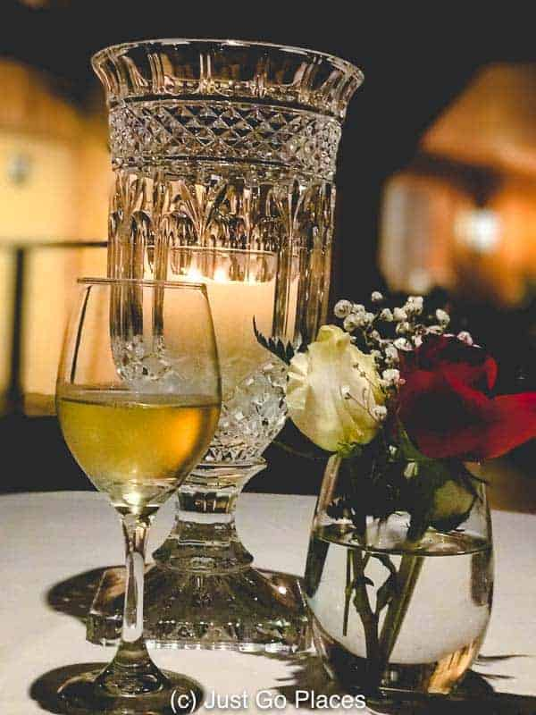 Romantic dinner at Oak Alley Plantation | New Orleans Plantation Country | Louisiana plantation homes | Oak Alley Plantation tour | #roadtripUSA #visitLouisiana #DeepSouth #NOLAplantations #OakAlleyPlantation