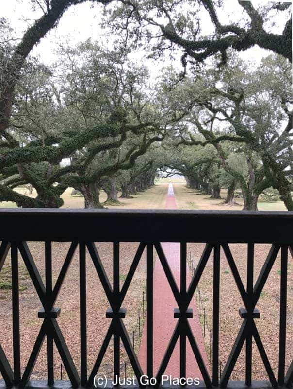 terrace view at Oak Alley Plantation | New Orleans Plantation Country | Louisiana plantation homes | Oak Alley Plantation tour | #roadtripUSA #visitLouisiana #DeepSouth #NOLAplanatations #OakAlleyPlantation
