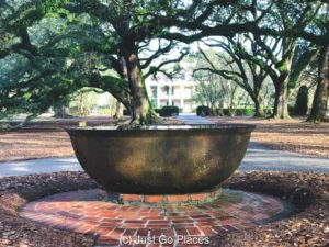 Sugar Kettle at Oak Alley Plantation | New Orleans Plantation Country | Louisiana plantation homes | Oak Alley Plantation tour | #roadtripUSA #visitLouisiana #DeepSouth #NOLAplanatations #OakAlleyPlantation