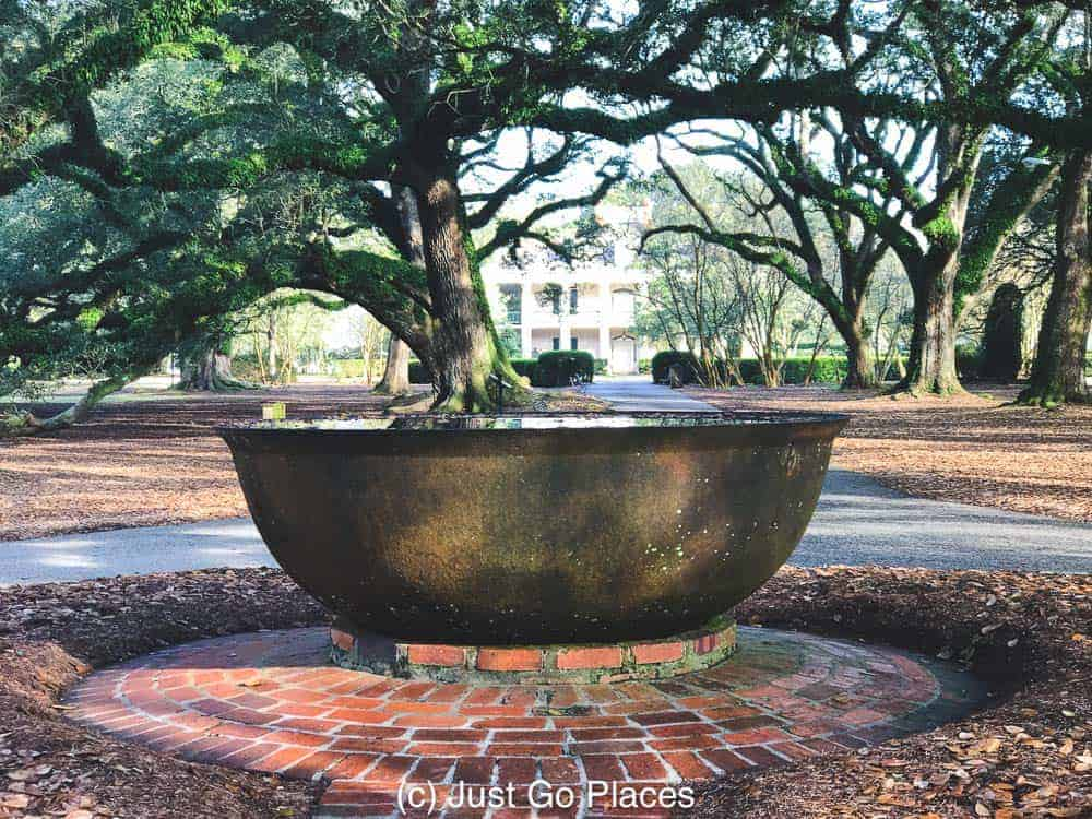 Sugar Kettle at Oak Alley Plantation | New Orleans Plantation Country | Louisiana plantation homes | Oak Alley Plantation tour | #roadtripUSA #visitLouisiana #DeepSouth #NOLAplantations #OakAlleyPlantation