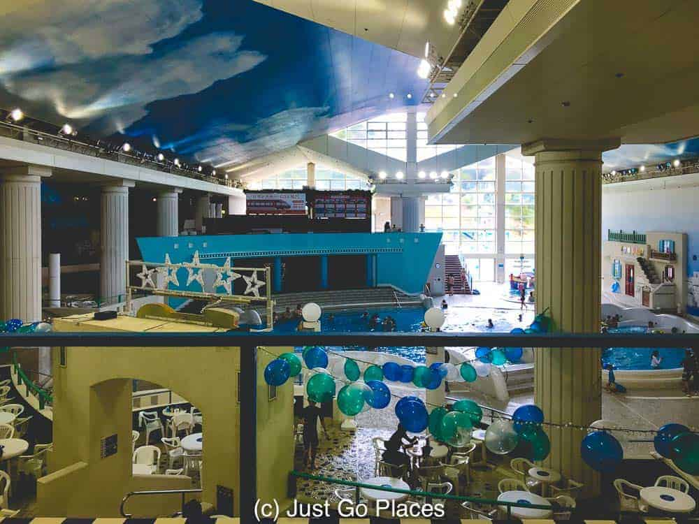 The main indoor pool at Kowakien Yunessun