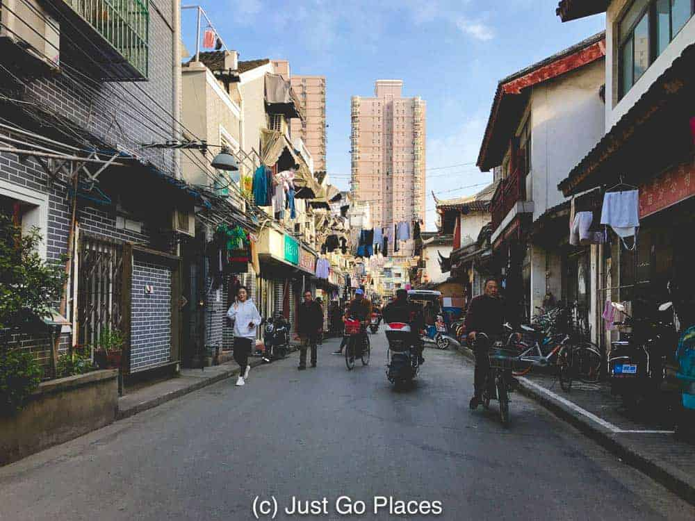 A Shanghai street with pedestrians, bikes, motorbikes and cars all sharing the same space. #China #travel #traveltips #travelChina #Chinaguide #Chinatraveladvice #familytravel #bucketlist #travelgoals #familyvacation #visitChina #asiatravel #Chinatravel #Beijing #Shanghai