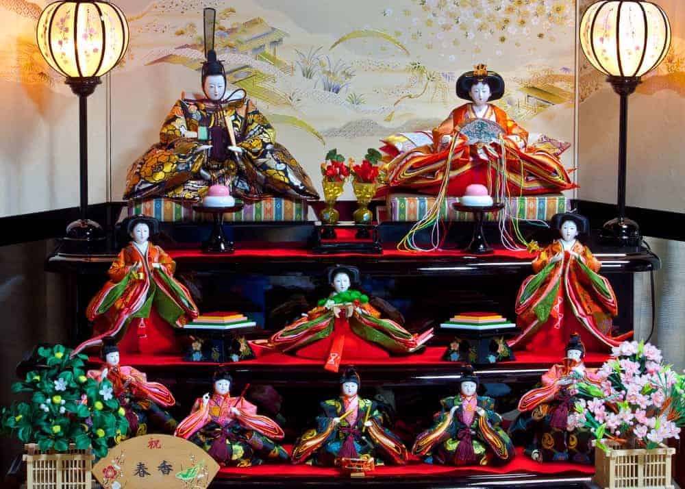 A 3 tiered Hinamatsuri doll set.