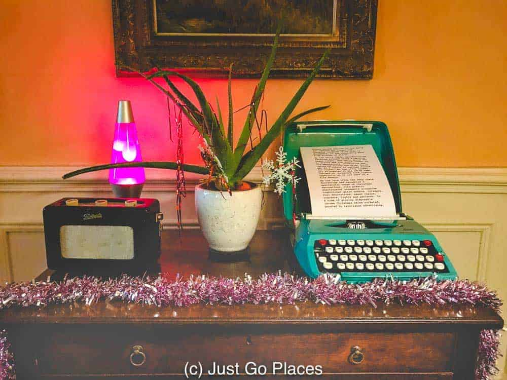 A lava lamp, a radio and a typewriter surrounded by tinsel - groovy retro Christmas decor