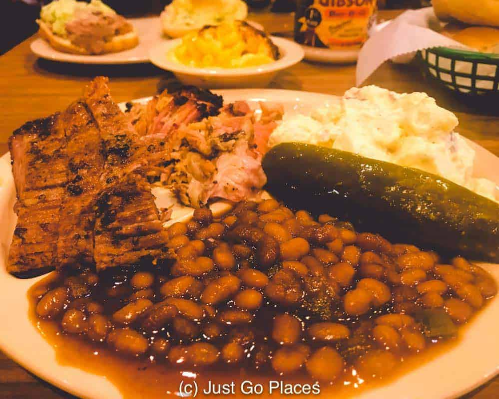 At Big Bob Gibsons Decatur AL, baked beans, potato salad and mac and cheese came as the sides to my barbecue feast.