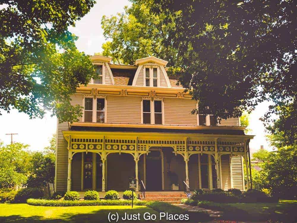 If you are looking for things to do in Decatur AL, take a walk (or drive) through the Old Decatur historic district where you will find beautiful houses like this one.