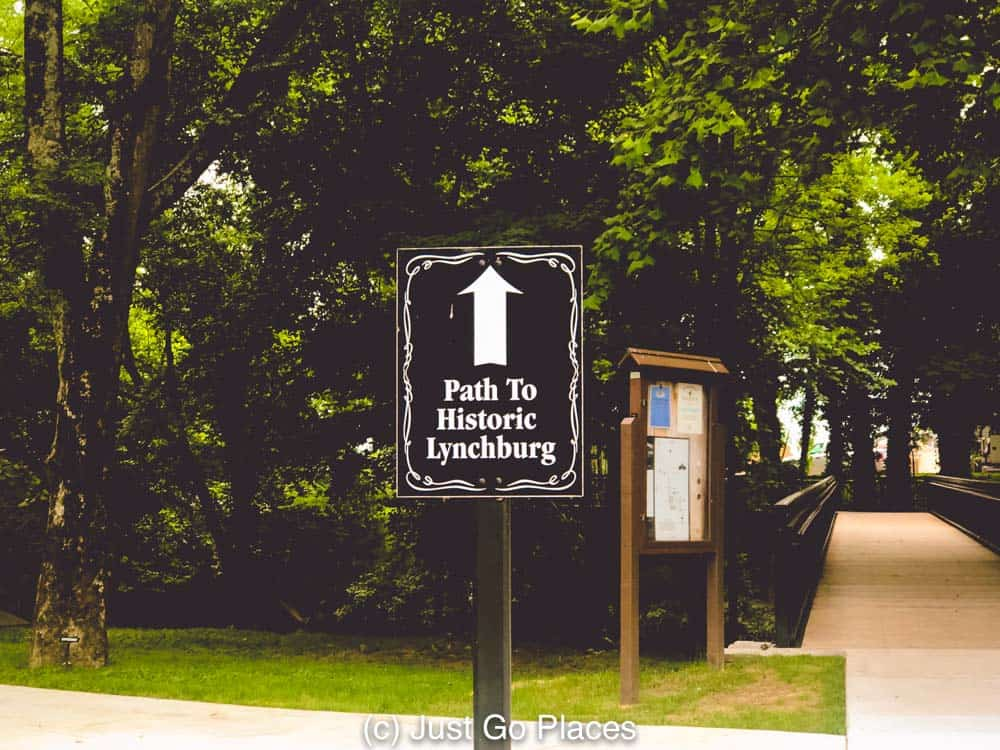 The path to downtown Lynchburg is clearly marked from the Jack Daniels distelleryLynhburg Tennessee