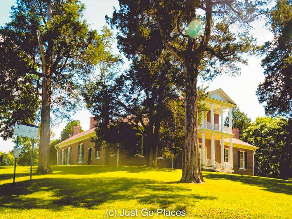 Northern Alabama attractions include Belle Mont Mansion, a cotton plantation house inspired by Thomas Jefferson.