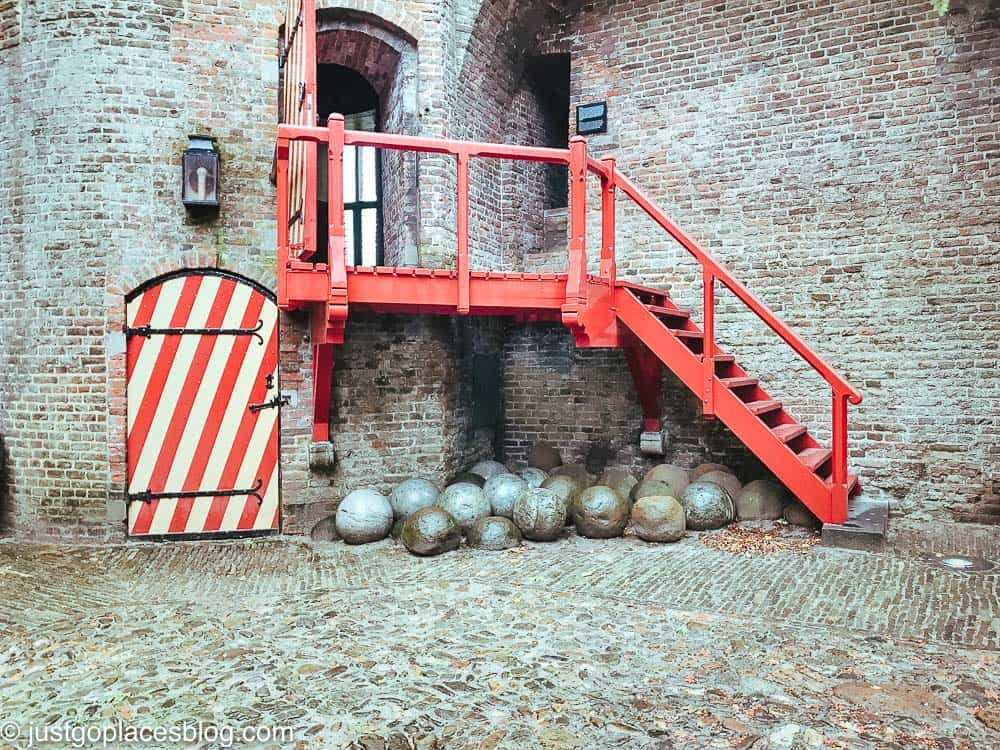 entrance to the Muiderslot Museum and stone cannonballs in the courtyard