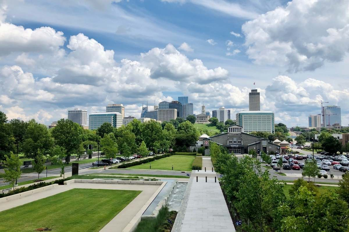 skyline of Nashville Tennessee with a city park in the foreground